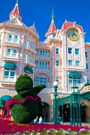 Disneyland Hotel: Eingang zum magischen Königreich ...