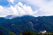 Bergpanorama mit der Festung Kufstein unten rechts