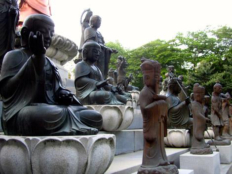 Kleine Buddhas, Beomeosa, Südkorea