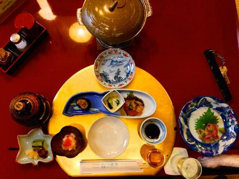 Abendessen im Ryokan, Shibu-Onsen, mit vielen Leckereien