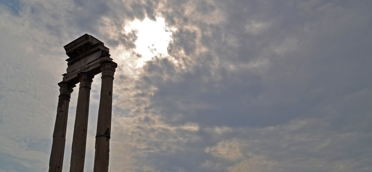 Drei Säulen auf dem Forum Romanum