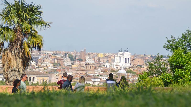 Blick über Rom, der Altare della Patria sticht weiß hervor