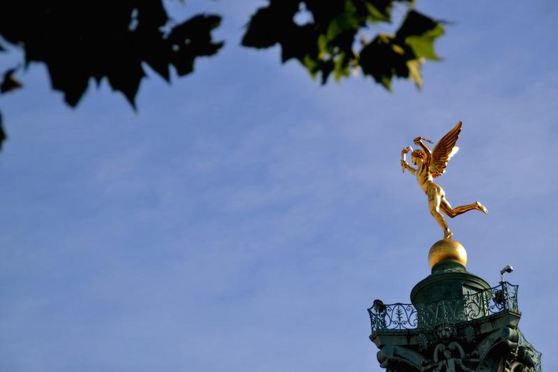 Paris-Impressionen: der goldene Engel auf der Säule an der Bastille