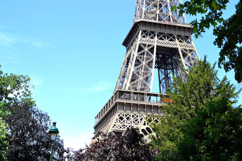 Paris-Impressionen: das Mittelteil des Eiffelturms