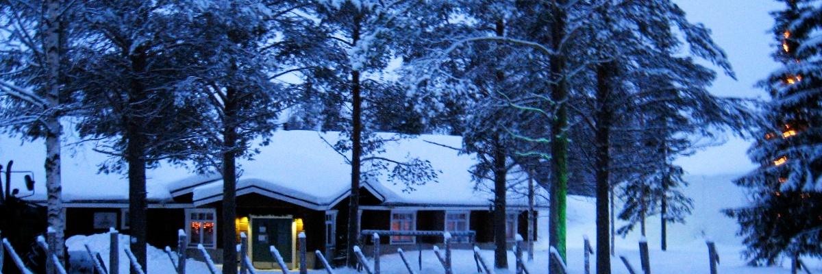 Finnisch-Lappland im tiefen Schnee