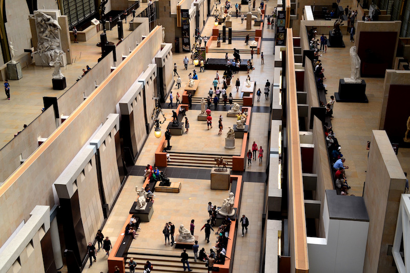 Die architektonisch sehr spannende Haupthalle im Musée d'Orsay