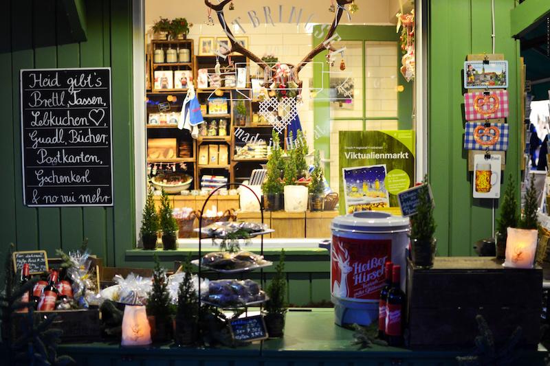 Weihnachten in München: Glühweinstand auf dem Viktualienmarkt