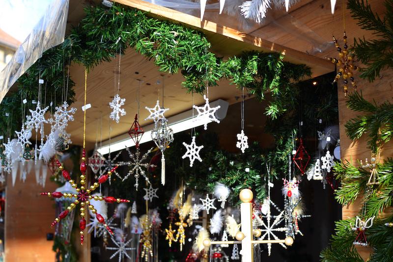 Weihnachten in München: Stand auf dem Christkindlmarkt am Harras