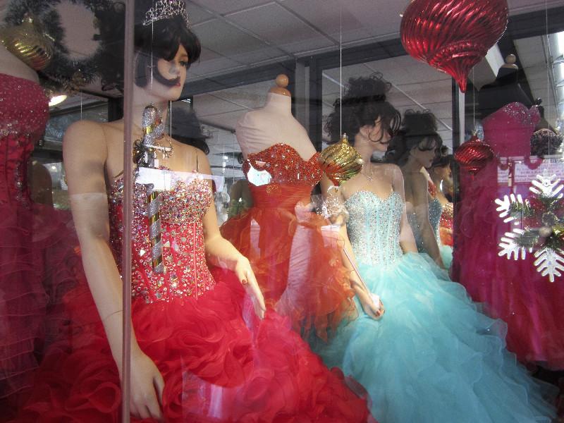Latino-Kleider in den Geschäften am Broadway, Los Angeles