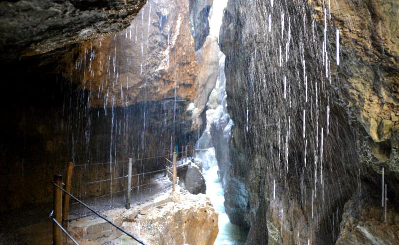 Ständig strömt Wasser in die Partnachklamm hinab