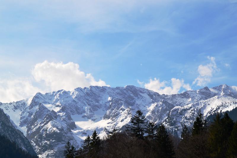 Wettersteinmassiv mit Schnee