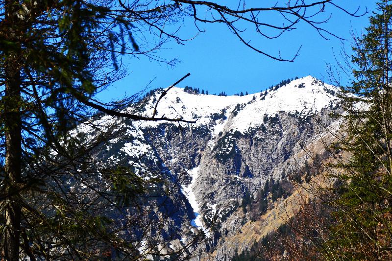 Schnee liegt noch auf den Bergen