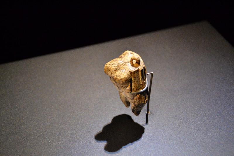 40.000 Jahre alte Frauen-Figur im Urzeitmuseum, Blaubeuren
