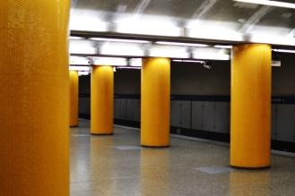 U3 in München: Poccistraße Säulen