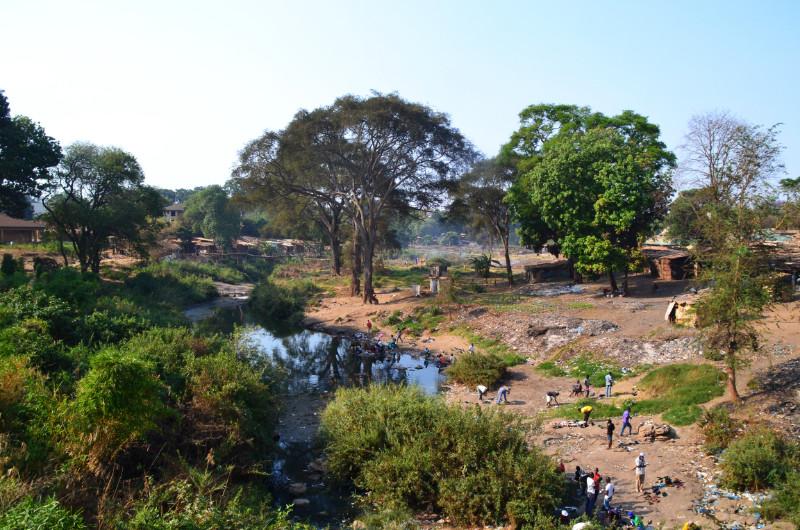 Dreckiger Back mitten in Lilongwe, Malawi