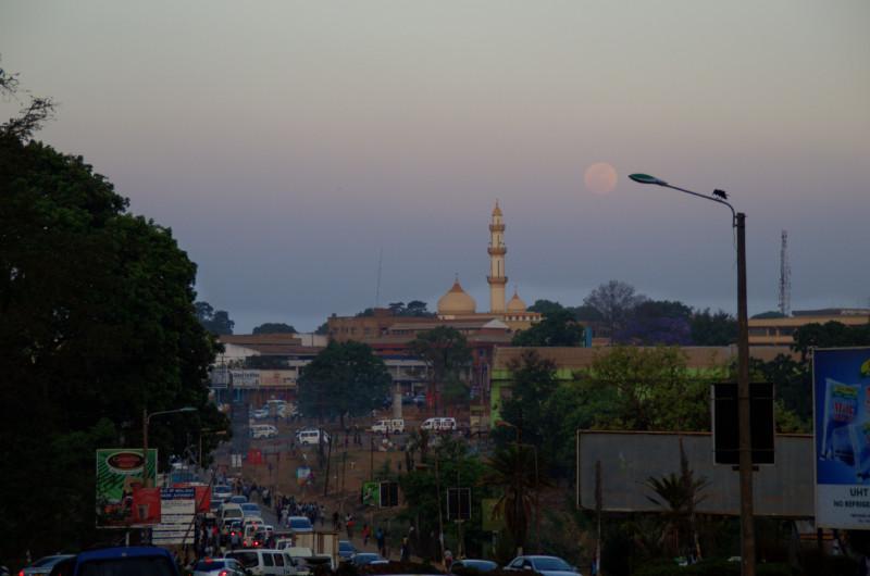 Moschee und Vollmond in Malawis Hauptstadt Lilongwe