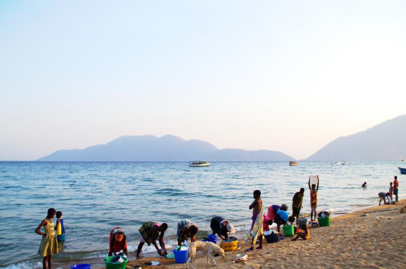 Putzen und Waschen am Lake Malawi