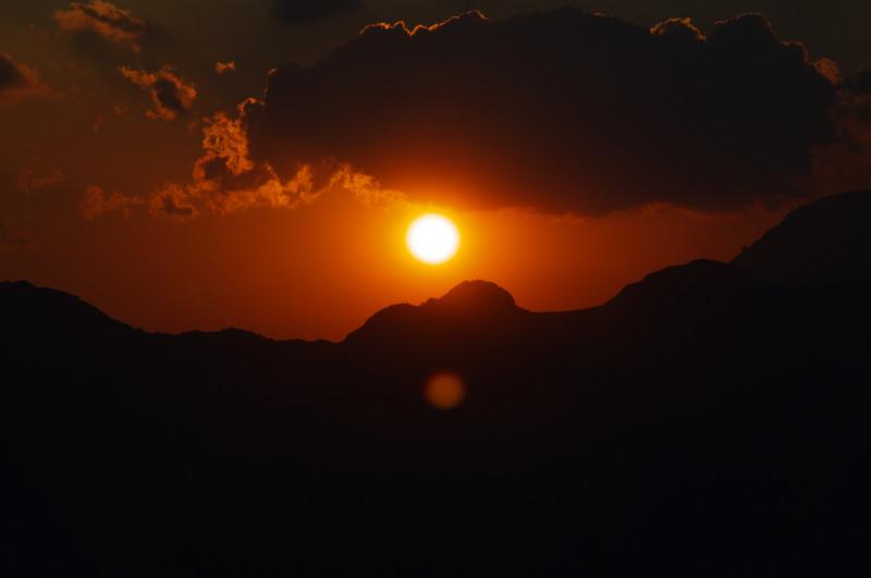 Tiefrot: Sonnenuntergang über den Gipfeln von Mulanje, Malawi
