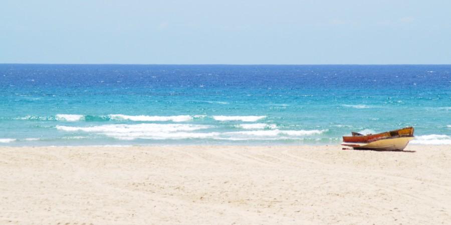 Der Strand von Tofo in Mosambik