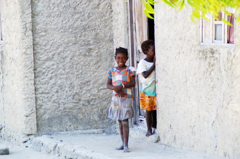 Ilha de Moçambique: Kinder im Swahili-Dorf