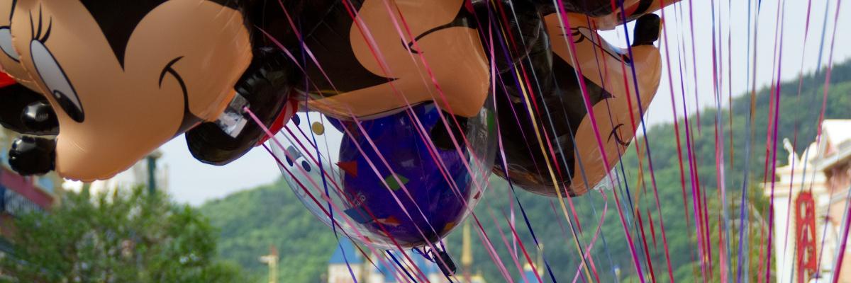 Micky und Minnie Maus Luftballons in Hong Kong Disneyland