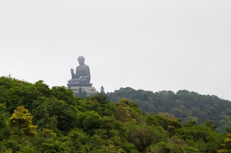 Hongkong: der Tian Tan Buddha thront über Lantau Island