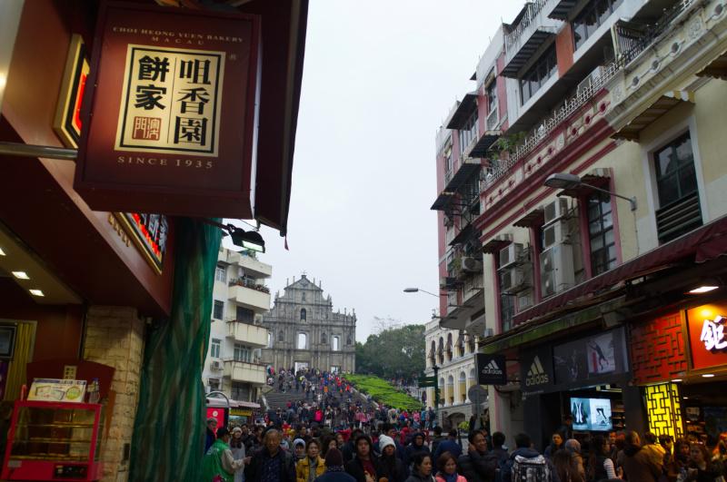 Macau: Ruinen der Kathedrale und Touristenmassen