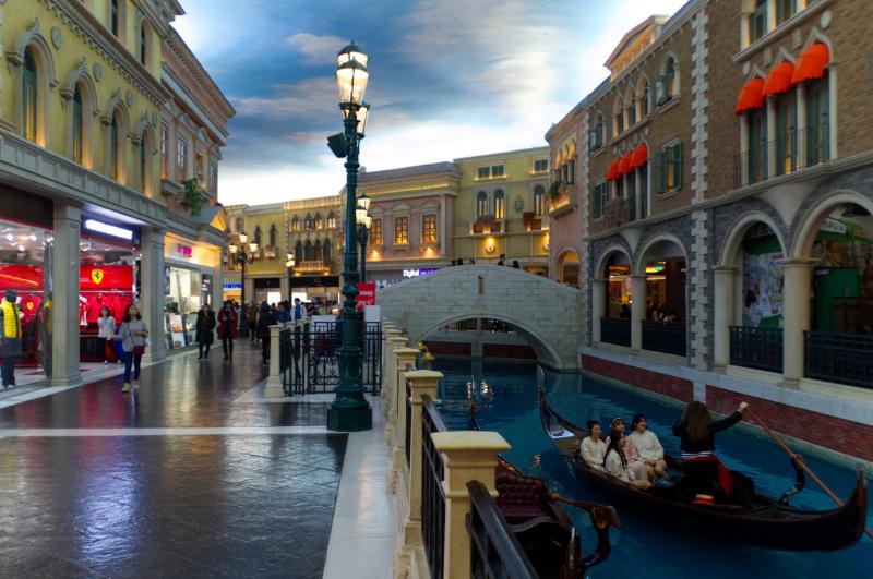 Macau: Gondel auf dem Canal Grande im Venetian-Casino