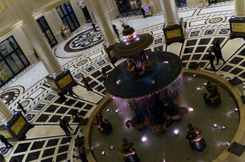 Macau: Die opulente Hotellobby des Paris-Casinos