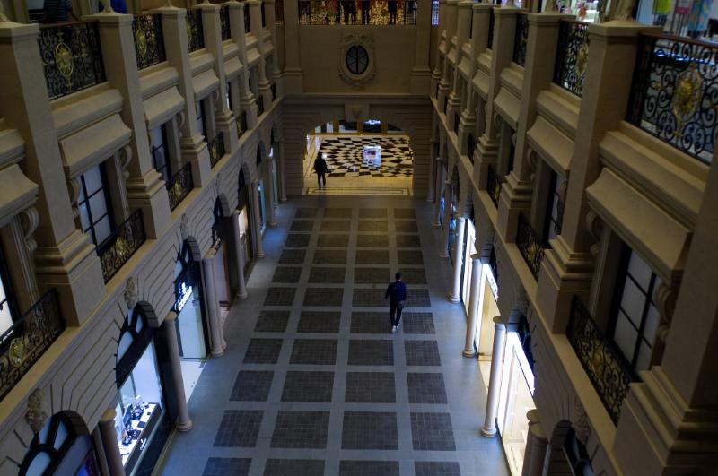 Macau: Leere Einkaufspassage im Paris-Casino