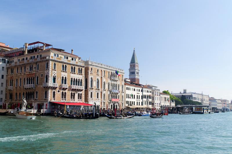 Venedig: Fahrt auf den Markusplatz zu über Wasser