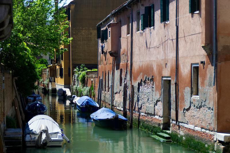 Venedig: Ruhiger Kanal in stillem Stadtviertel
