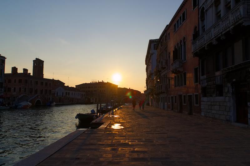 Venedig: Abendsonne über Kanal