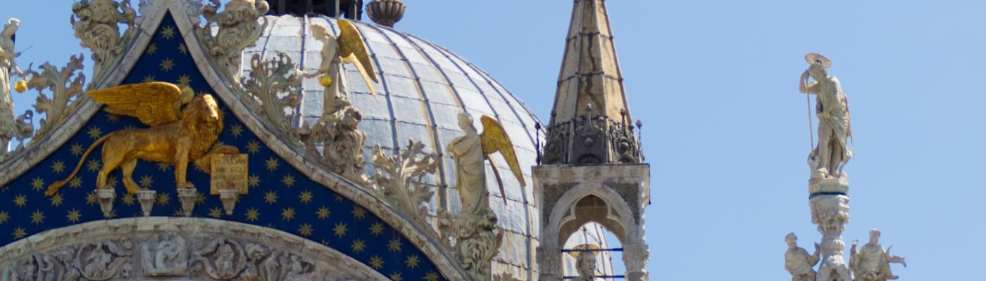 Venedig: Goldener Löwe am Markusdom