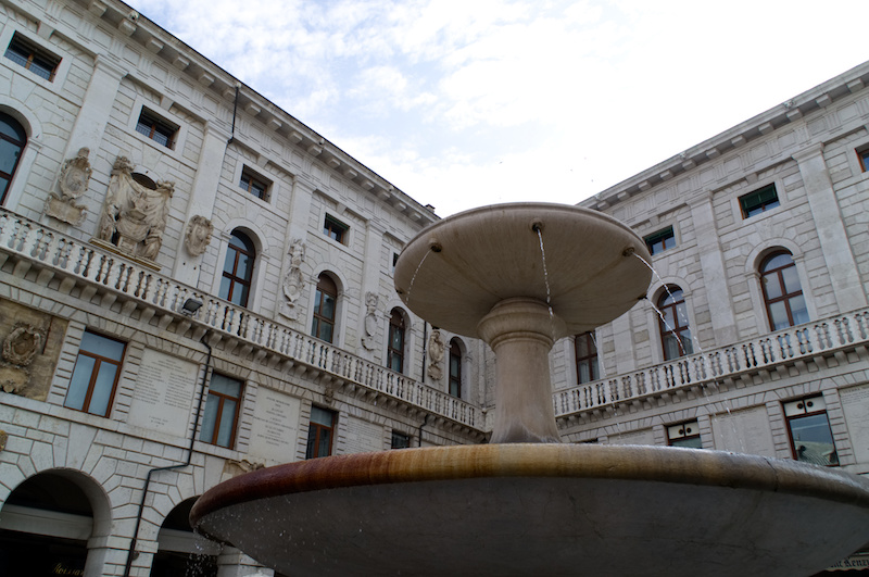 Padua: Springbrunnen vor einem Palazzo