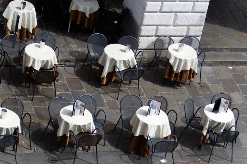 Padua: Blick von oben auf Straßencafé