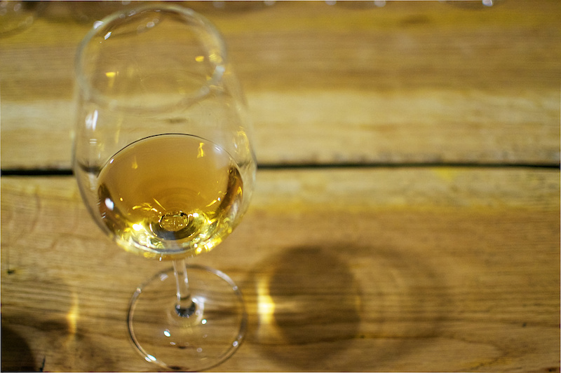 Weißwein bei einer Weinprobe in Georgien