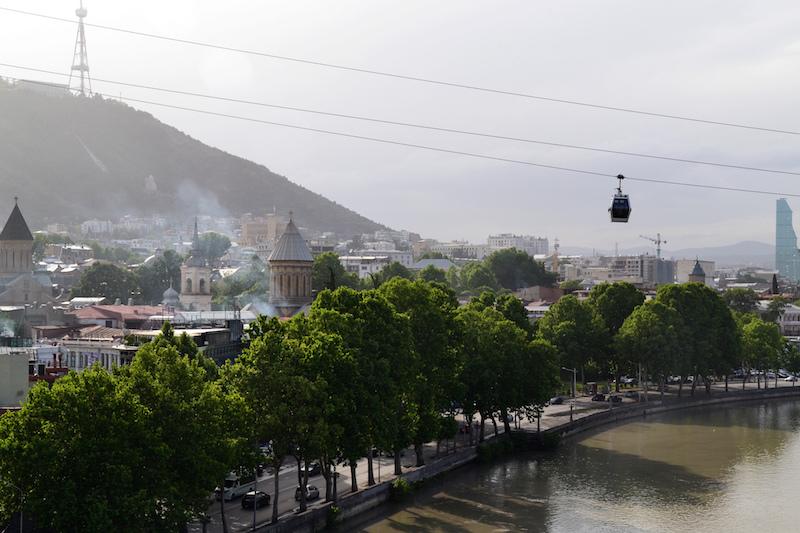 Seilbahn über den Dächern von Tiflis