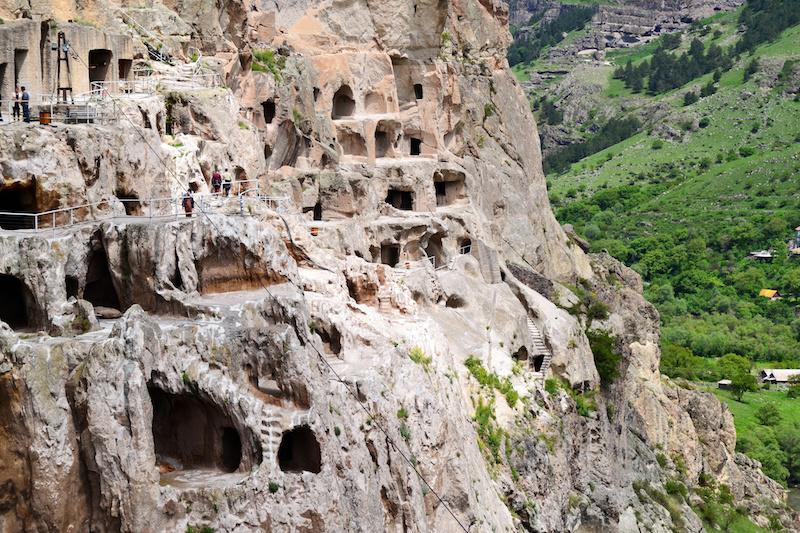 Die Überreste des Höhelnklosters Vardzia