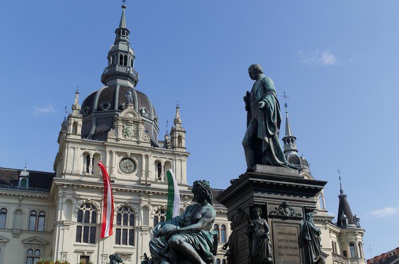 Statue vor dem Rathaus in Graz