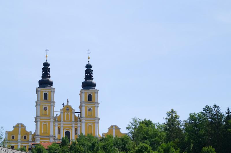 die Wallfahrtskirche Mariatrost vor blauem Himmel