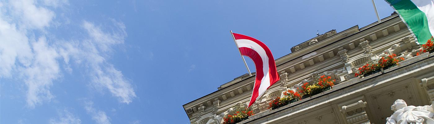 Österreichische Fahne am Rathaus von Graz