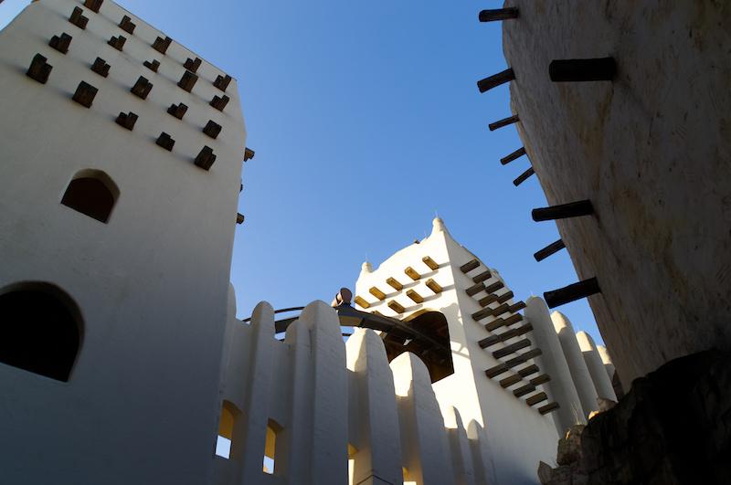 Das weiße afrikanische Fort im Phantasialand
