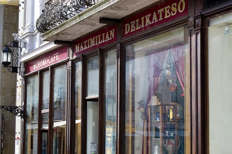 Schaufenster eines altmodischen Kaffeehauses in Bratislava