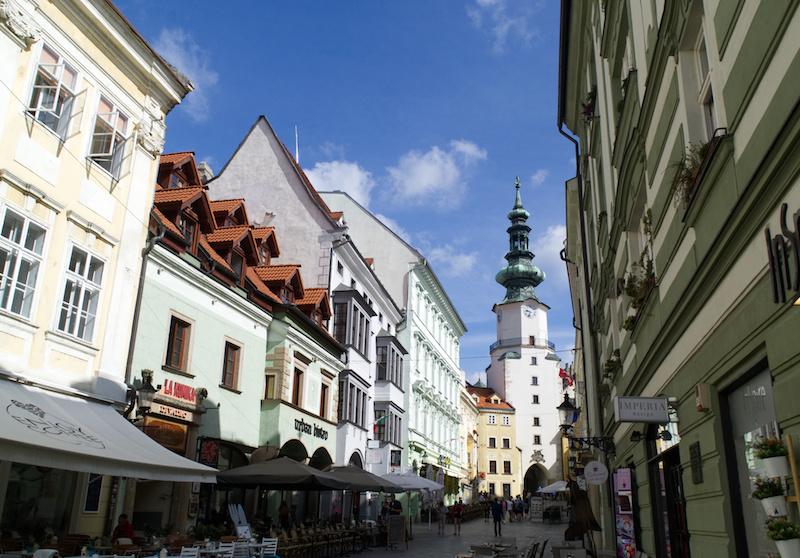Die Altstadt von Bratislava ist voller Lokale und Souvenirläden
