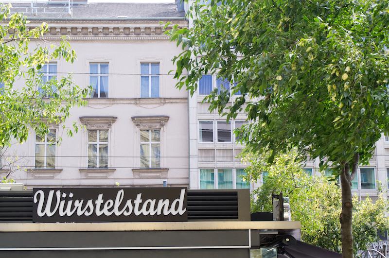 Ein Würstelstand in Wien