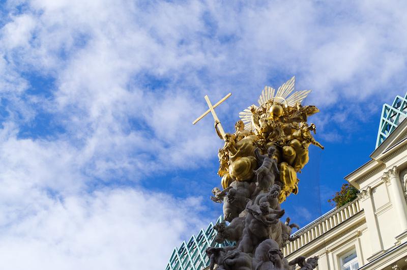 Die goldene Pestsäule auf der Kärtner Straße in Wien
