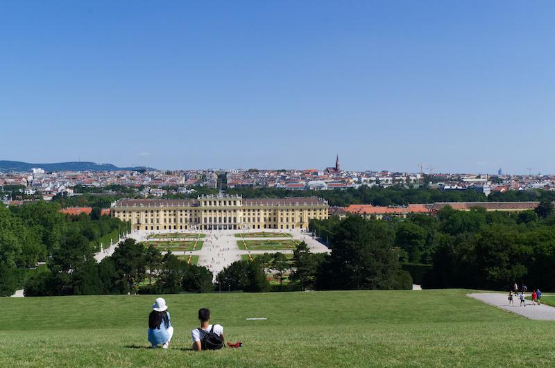 Blick über Schloss Schönbrunn und Wien
