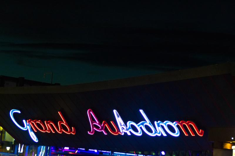 Neon-Schrift für das Grand Autodrom im Wiener Prater