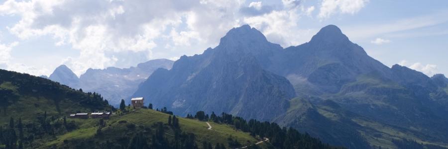 Das Schachenhaus vor Bergkulisse